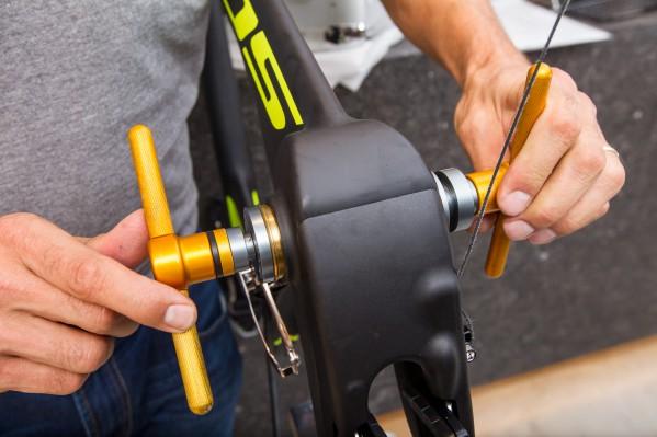 Einpressen des Rotor 4130 Innenlagers