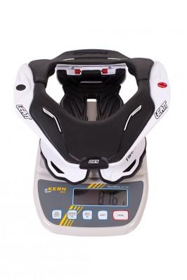 Mit 816 g Gewicht liegt die DBX 5.5 im Vergleich zu anderen Modellen im Mittelfeld.