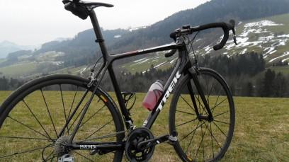 TREK ÉMONDA SLShowroom: Das leichteste Serien-Rennrad der Welt in einer Vernunfts-Version samt Online-Schnäppchen und Restlverwertung de luxe. Ein Aufbau-Projekt mit individueller Note und überschaubarem Budget.