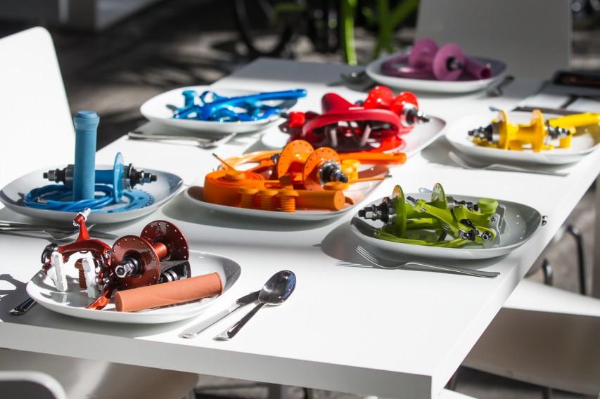 FAHRRADSCHAU BERLINEine bunte Mischung unterschiedlichster Hersteller und Fahrrad-Fexe bietet die kleine aber feine Lifestyle-Messe im Herzen Berlins, die heuer zum sechsten Mal im Rahmen der Berlin Bicycle Week stattfand.