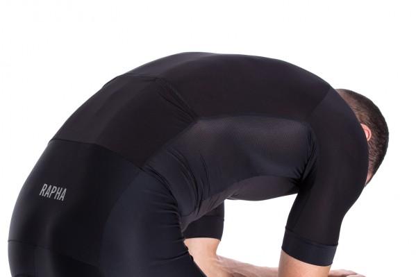 Netzeinsätze an den Seiten und am unteren Rücken sorgen für die nötige Atmungsaktivität.