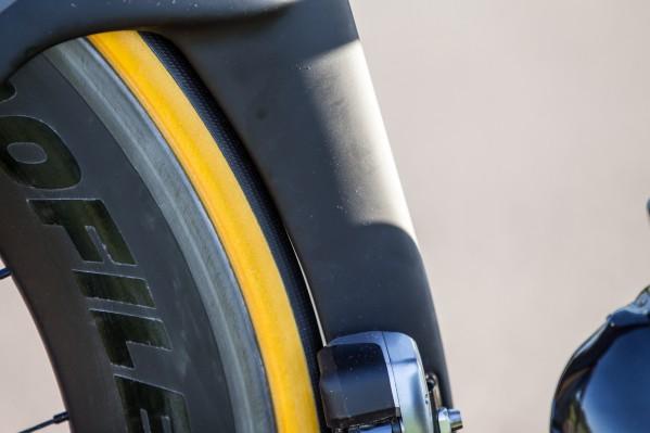 26 mm hinten: hat Luft - auf dem Foto sieht es enger aus, als es ist