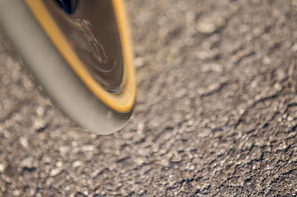 26 mm vorne sind aus aerodynamischer Sicht nicht optimal, der Reifen baut auf der 24 mm Felge etwas zu breit