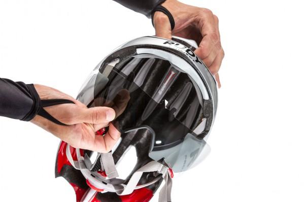 Der vollständig integrierbare wechselbare Visor garantiert optimalen Schutz und verbesserte Aerodynamik.