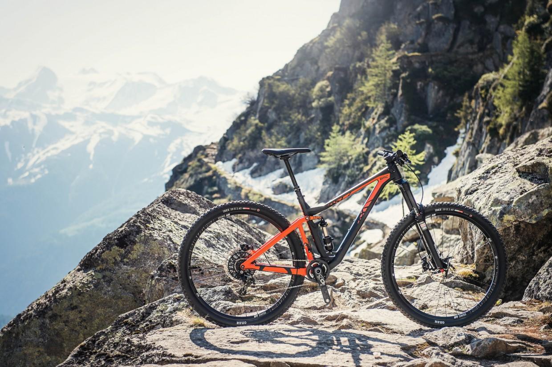 29er Laufräder kombiniert mit dem Big Wheel Concept (BWC) sorgen für agiles Fahren und unterstützen einen aggressiven Fahrstil.