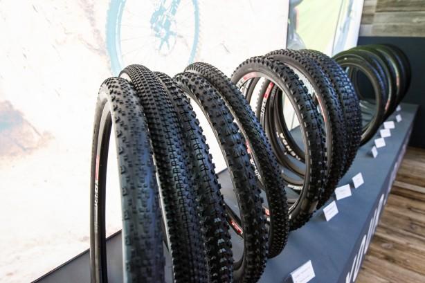die Kenda-Palette umfasst das volle Programm vom E-Bike Reifen bis zum Downhiller, vom Rennrad- bis zum Dirtreifen. Für den europäischen Markt verspricht Kenda Homepage und Infos in Zukunft entsprechend aufzubereiten