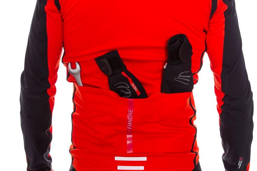Die Extreme Jacket verfügt über drei normal große Trikotaschen.