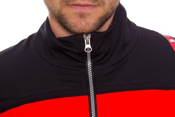 Der YKK Reißverschluss ist komplett wasserdicht, eine Zippergarage wäre noch nett.