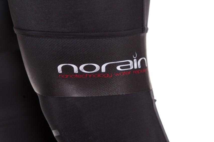 """NoRain Technologie sorgt für wasserabweisenden """"Lotusblüten"""" Effekt."""