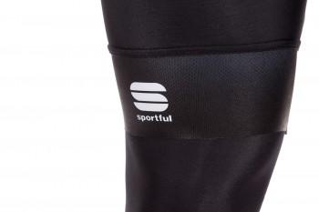 Reflektierende Logos an Hose und …
