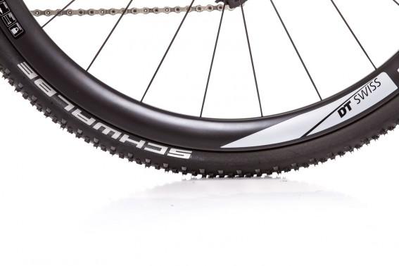 Serienmäßig werden statt der DT Swiss-Laufräder bis auf den