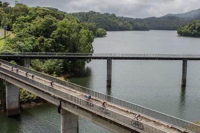 Die Führungsgruppe auf der Brücke über Copperlode Dam.