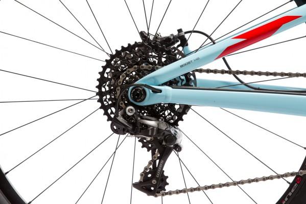 Fesches Blingbling: das Carbon-Schaltwerk. Der Boost-Standard ermöglicht steifere Laufräder, mehr Reifenfreiheit und kürzere Kettenstreben.