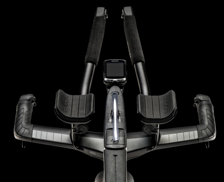 Arm Pads, Extension & Base Bar Grips Hervorragende Ergonomie durch neue Form der Armschalen.�Spu?rbare bessere Da?mpfungseigenschaften, angenehmer Halt und deutlich mehr Grip durch verbesserte Materialeigenschaften. Entwickelt in Zusammenarbeit mit Ergon.