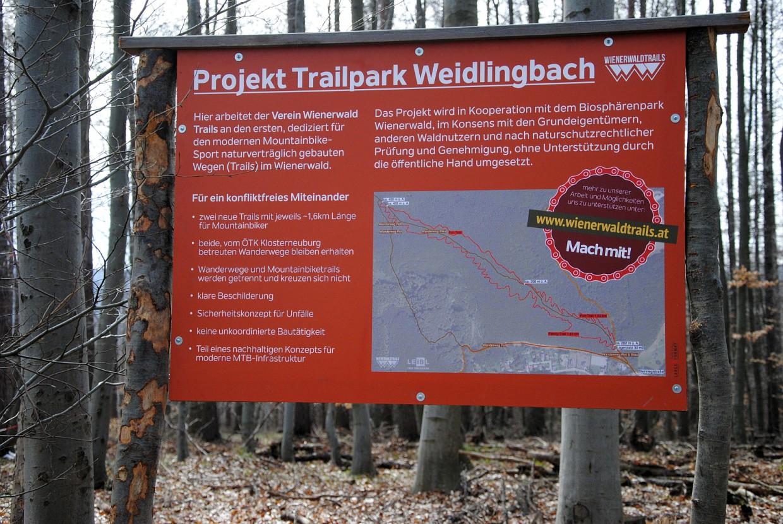 Vorbildlich: Kaum genehmigt, informierten große Tafeln am Trail-Beginn und -Ende andere Nutzergruppen über das Vorhaben. Für die Anrainer gab's einen eigenen Info- und Diskussionsabend.