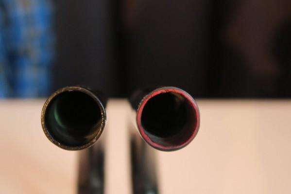 Links ein normaler Lenker, rechts einer mit Gummi-Insert.