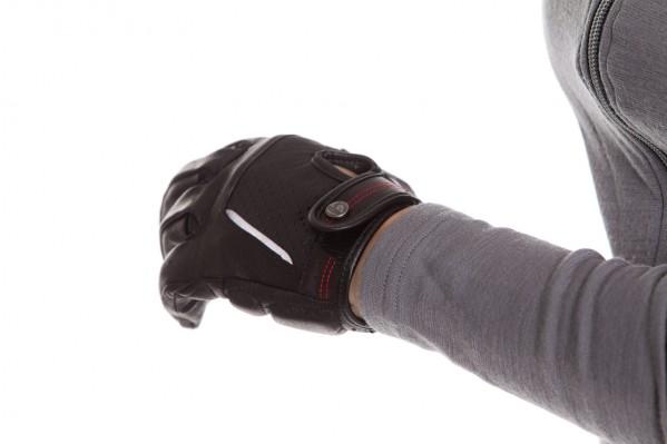 Fullfinger-Variante (€ 74,99) mit inForm-Gel, Belüftungseinsätzen,