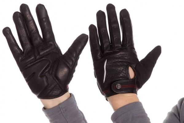 Aus waschechtem Leder ist der Classique Glove - sowohl die
