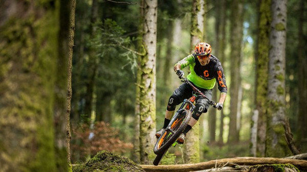 Chasing Trail: Remy Absalon