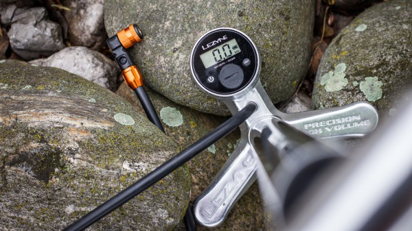 Lezyne Digital Over Drive Standpumpe mit ABS2