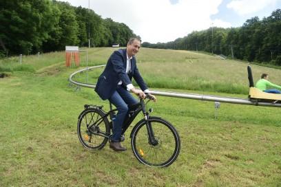 Radfahren und Sommerrodeln passen zusammen.