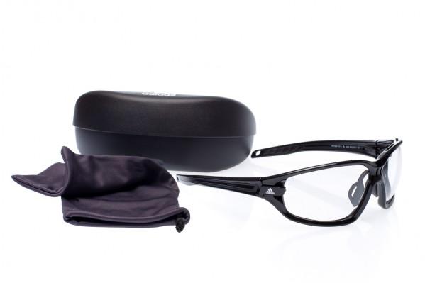 Die Brille kommt mit Samttäschchen und Hardcase.