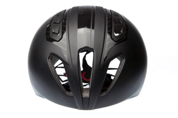 Die ausgeprägten Belüftungsöffnungen vorne am Mittelkanal lassen erheblich mehr Luft in den Helm.