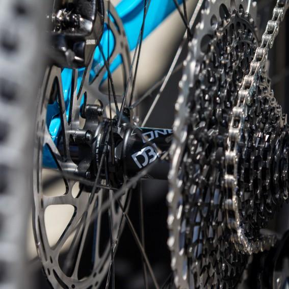 DBL Laufräder besitzen mehr Hebelkraft in den ziehenden Speichen als in den drückenden.