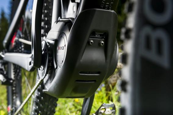 Robuste Motorschutzplatte aus dem Hause Trek.