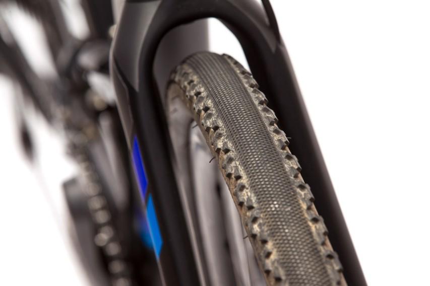 Mächtig Platz für bis zu 40 mm breiten Reifen.