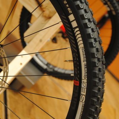 30 mm breite Line Elite 30 Laufräder.