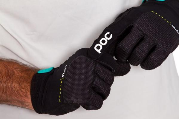 Die Knöchel und äußeren Finger bestehen aus strapazierfähigem, keramikbeschichtetem SuperFabric mit abriebfesten Eigenschaften für geringe Reibung.