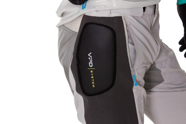 Die Shorts verfügen mit dem VPD-System über stoßabsorbierende Pads an den Hüften.