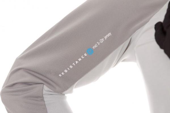 Das vielseitige MTB Jersey besitzt 3/4-Ärmel für mehr Komfort, Belüftung und Flexibilität. Die weite Passform ermöglicht volle Bewegungsfreiheit und genügend Platz für die benötigten Protektoren.