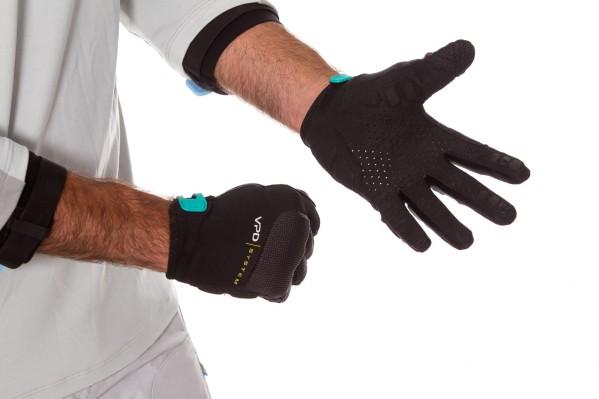Die belüftete Handfläche ist für eine angenehmere Fahrt mit Silikon-Pads verstärkt und verfügt über Silikon-Prints für einen hervorragenden Grip.