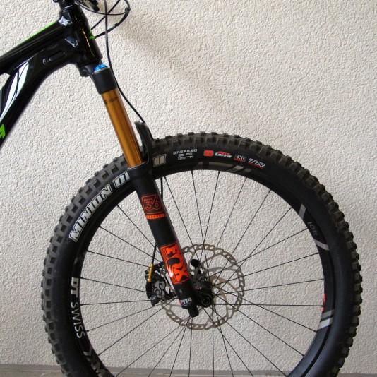und Factory 36 Float Gabel mit 160 mm. Mehr als genug für ein potentes Plus-Bike.