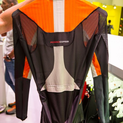 Neuer Body Paint 3.3 TT Anzug mit allen bekannten Features und zusätzlicher Optimierung im Fußbereich und oberen Rücken.