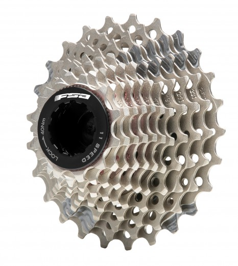 Das 11-fach Schaltwerk ist für Ritzel mit bis zu 32 Zähnen ausgelegt. FSA bietet drei Titan/Carbon/Stahl-Kassetten zur Auswahl: 11-25, 11-28 und 11-32 Zähne.