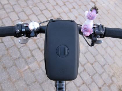 An der Oberseite befindet sich der Micro Rail Adapter fürs Phone Case.