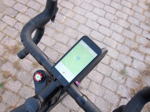 """Für sportive Fahrräder eignet sich der """"Handlebar Mount"""" mit seiner nach vorne zeigenden Befestigung am besten."""